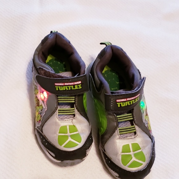 7241d5549d5b TMNT Little Boys Light Up Sneakers Sz.11. M 5b66f911e944bab8d3b8b1a5